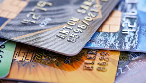 Выдачи кредитных карт вянваре упали вдвое