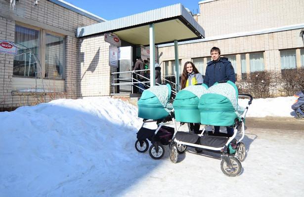 Забудущее своих детей проголосовали родители вологодских тройняшек Ольга иАлександр Баланичевы