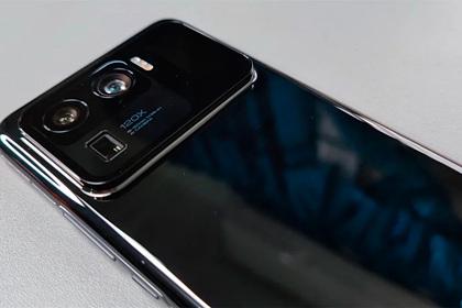 Xiaomi изобрела смартфон сдвумя экранами