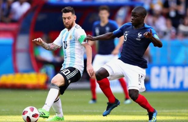 Игроки сборной Франции спели забавную песню проКанте