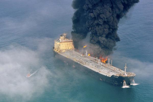 Нефтяной танкер подорвался намине вКрасном море