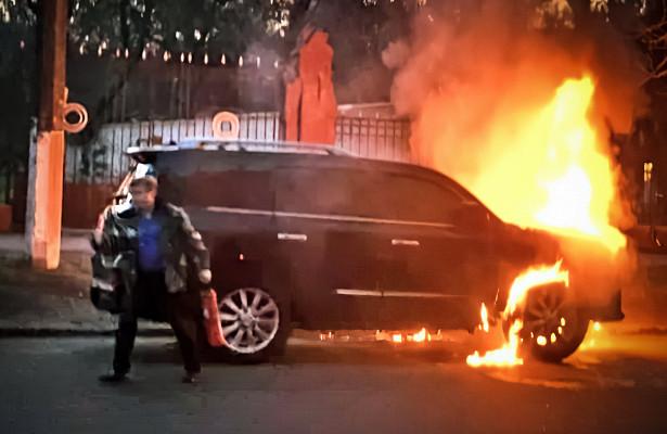 Пожарный назаказ поджигал элитные авто