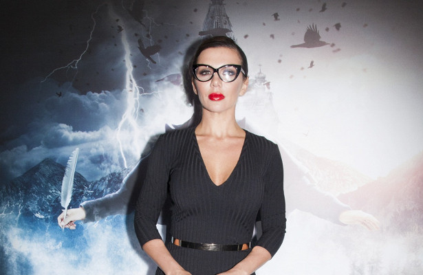 Седокова пришла напремьеру фильма «Гоголь. Вий» вобразе сексуальной учительницы, аКока— вплатье-комбинации наголое тело
