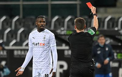 Удаленный заплевок вматче футбольной бундеслиги Тюрам дисквалифицирован нашесть матчей