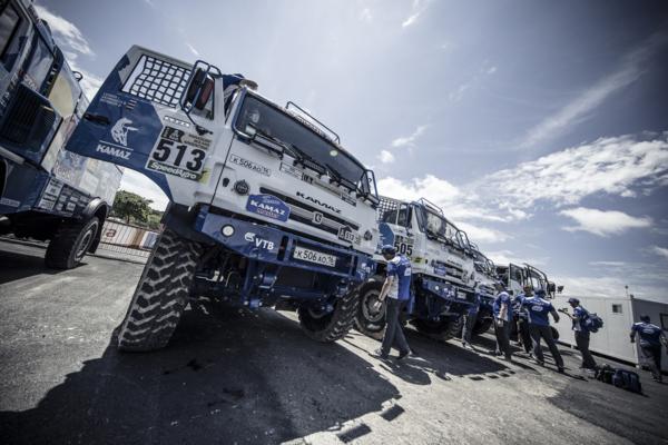 Гоночные грузовики «КАМАЗ-мастер» прошли технические проверки перед «Дакаром»