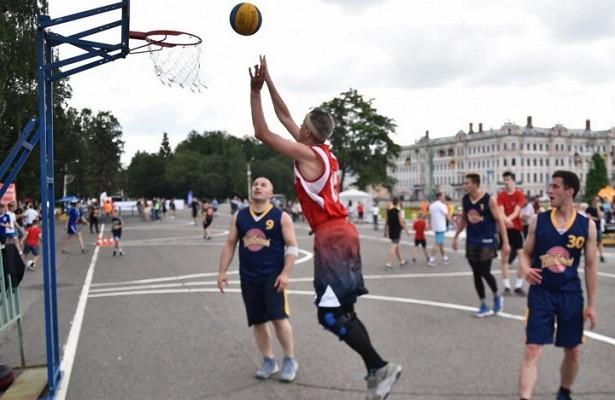 Спортивный праздник длявологжан прошел наплощади Революции