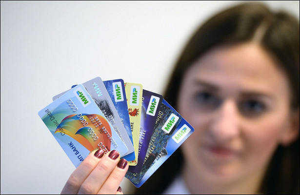 Россиянам перестали выдавать кредитные карты