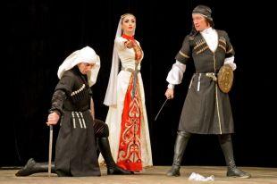 Балаковская АЭСподарила жителям выступление коллектива «Кавказ»