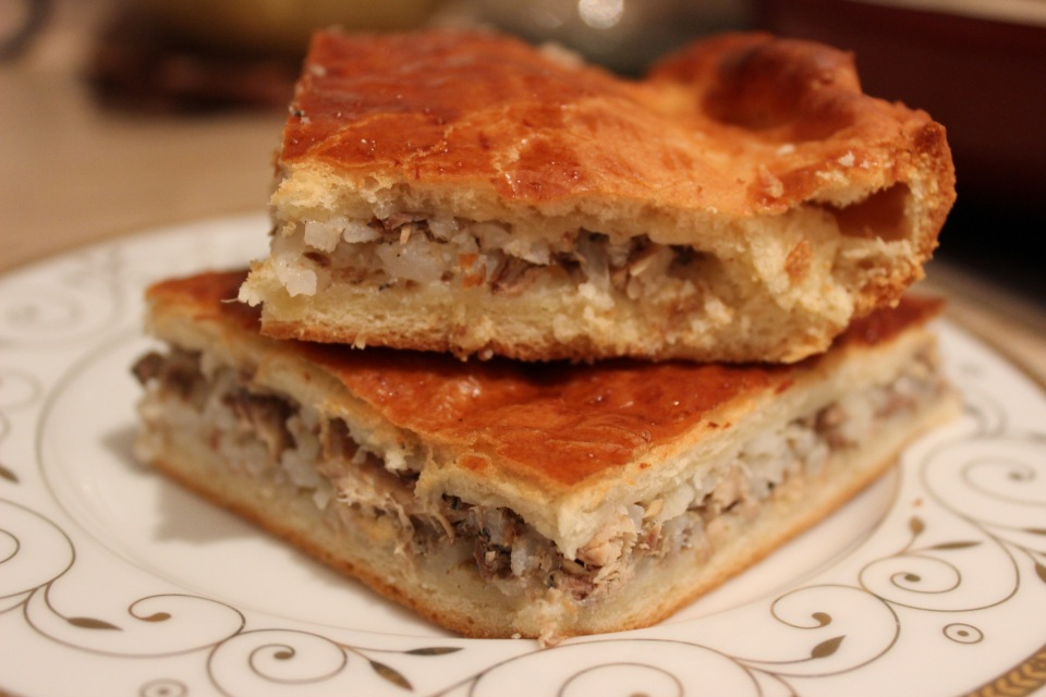 Пирог с рыбной консервой рецепт с фото