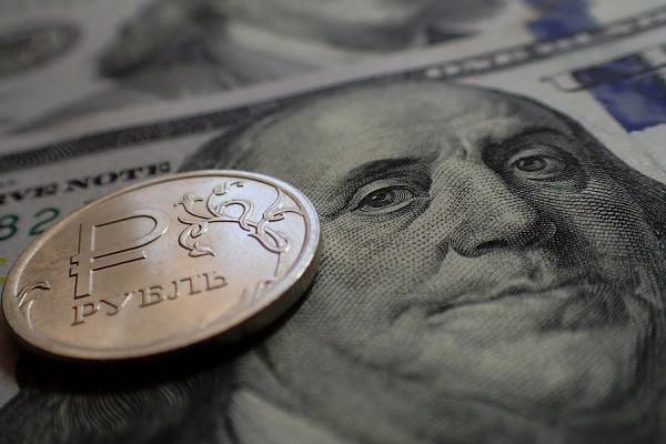 Эксперт объяснил, почему доллар в2021 году ждёт падение