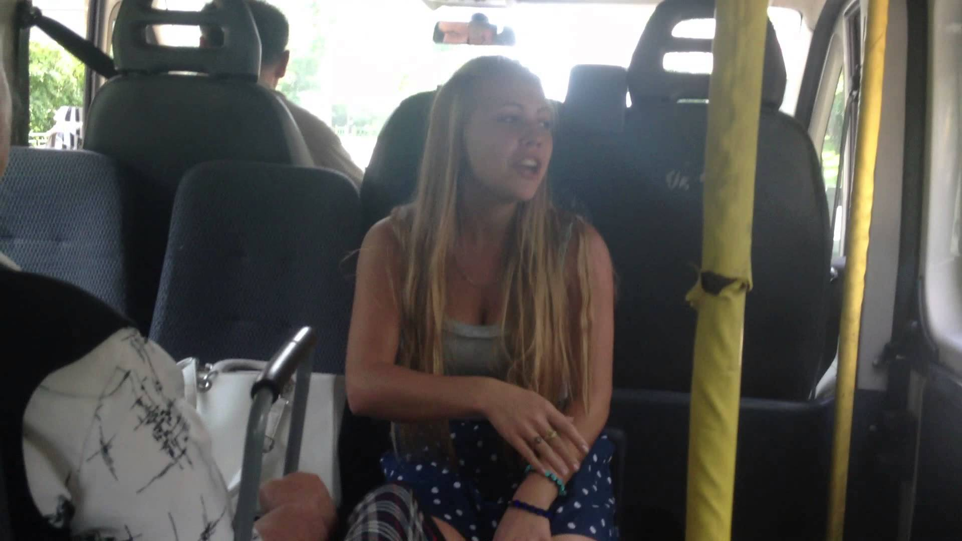 Трогают девушек в автобусе, Трогает девушку в автобусе. Лучшие. Смотри редкие 19 фотография