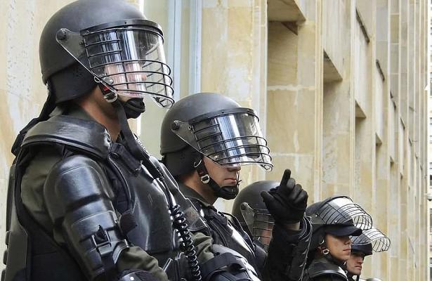 Французский закон озапрете деанона полиции сведет протесты нанет