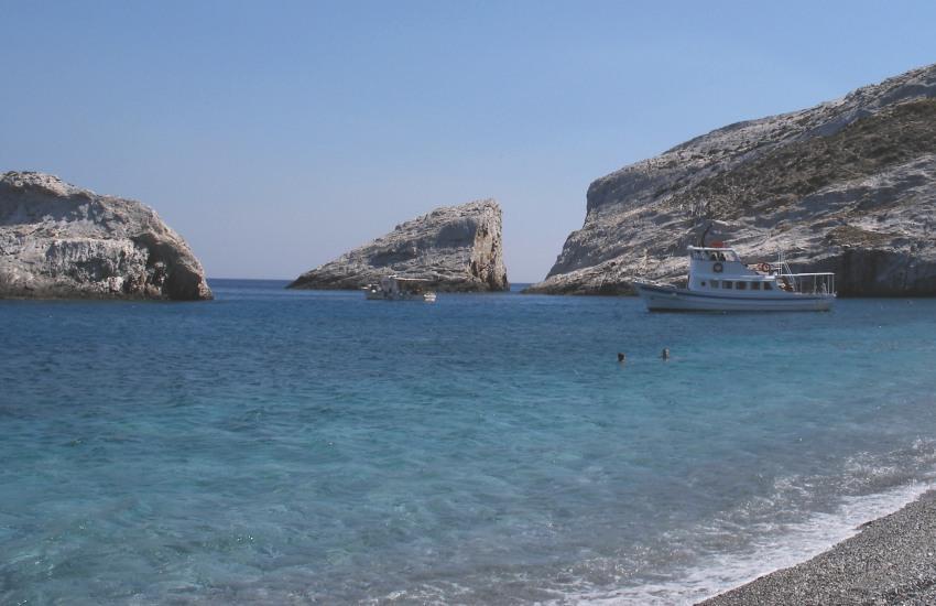 Домик в остров Фолегандрос на берегу моря