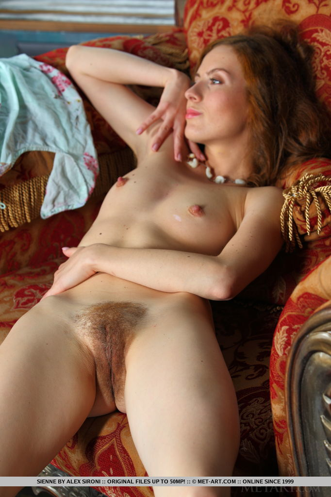 Teen amateur toying hairy