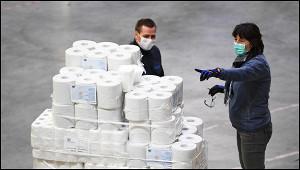 Немцы бросились скупать туалетную бумагу идрожжи