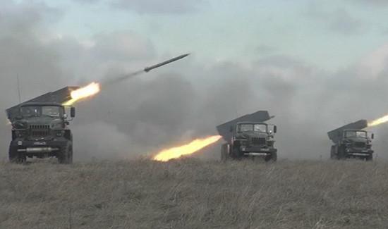 Танкисты ЦВОприподдержке артиллерии уничтожили условного противника научении подОренбургом