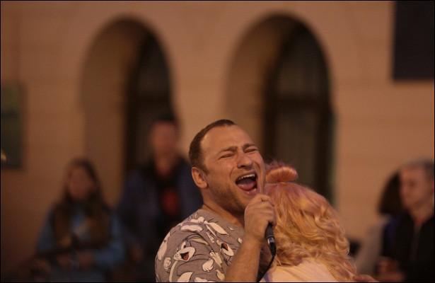 Заработки, мечты ославе ипроблемы сполицией: какживут уличные музыканты вПетербурге