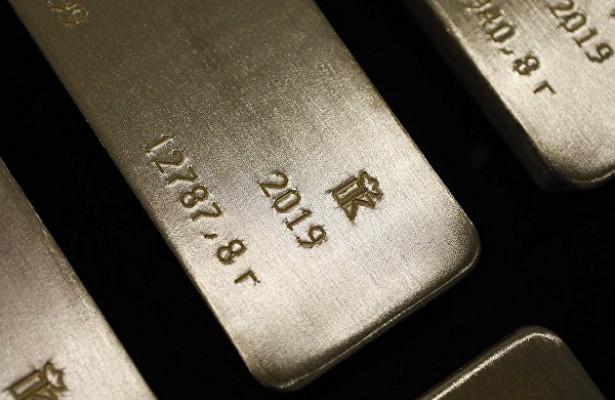 Стоимость серебра ускорила темпы падения до8%