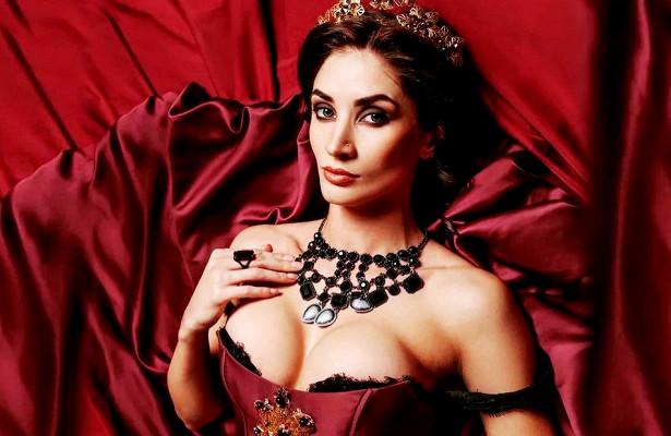 «Хотела быть императрицей, авышла хозяйка борделя». Волейболистка-модель показала худшую фотосессию
