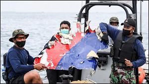 Видео скриками опомощи сместа падения Boeing вИндонезии попало вСеть