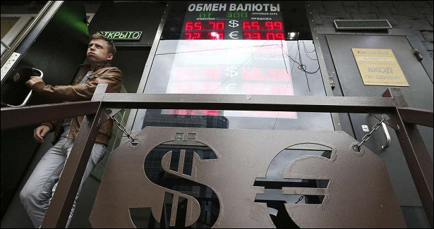 Финансист предупредил оросте курса доллара до90рублей