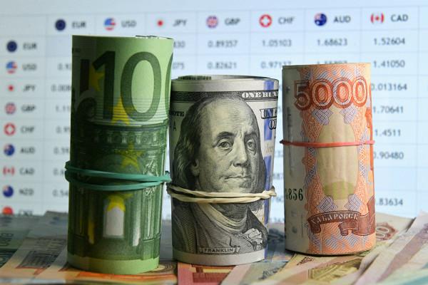 Курс доллара: падение до65илиновый взлет