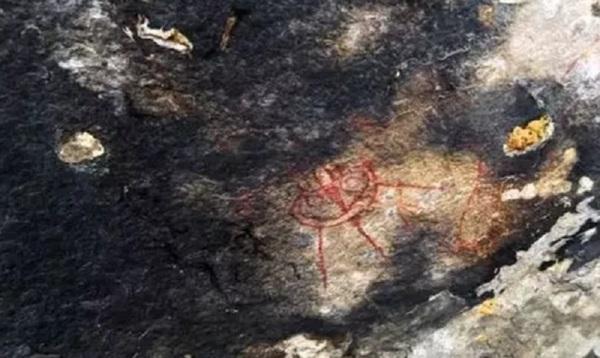 Археологов поставили втупик таинственные изображения НЛОвозрастом 10000лет