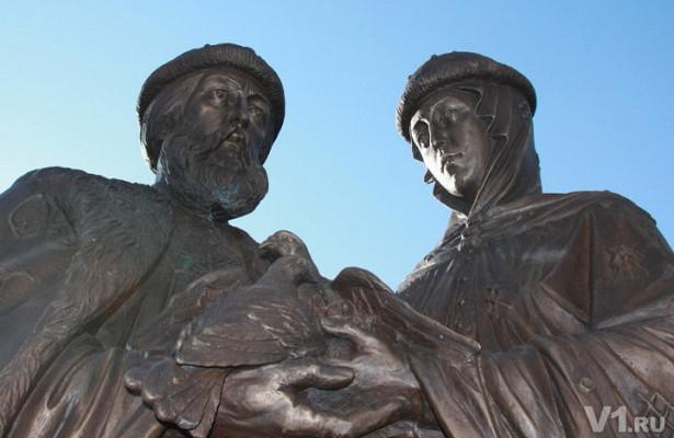 ВВолгоградской области появился близнец памятника Петру иФевронии нанабережной