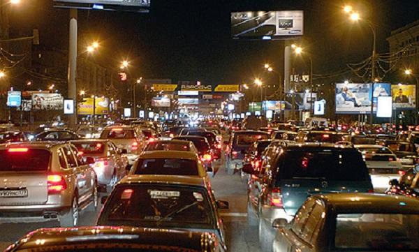 «ДТПиз-заневнимательности водителей собирают значительно больше пробок надорогах, чемтотженеубранный снег»,— Иван Сергеев