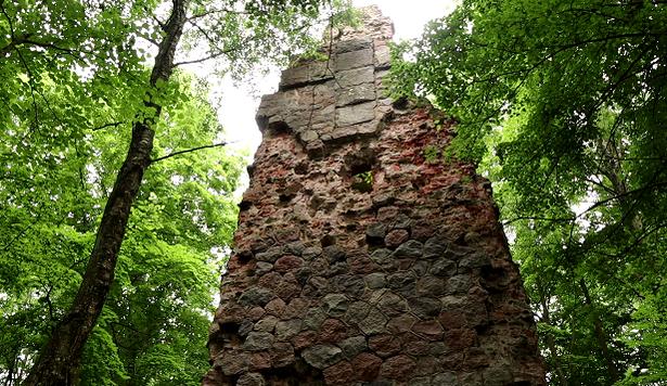 Жители Неманского округа бьют тревогу из-заразрушающейся башни Бисмарка