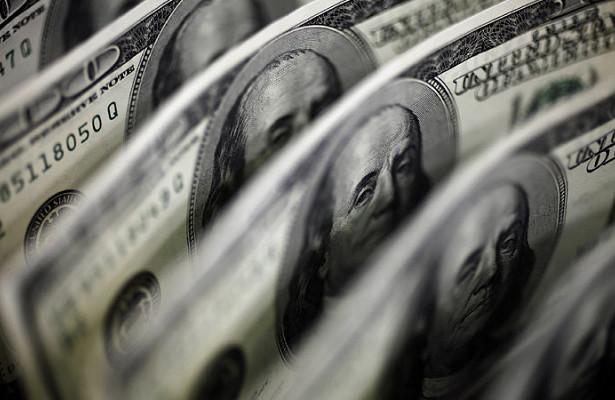 Экономисты советуют держаться подальше отдоллара