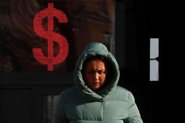 Курс доллара: рубль ищет путь кпрежним значениям