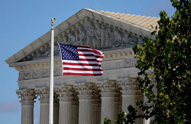 Верховный судСШАзапретил штату Нью-Йорк распространять коронавирусные ограничения нарелигиозные группы