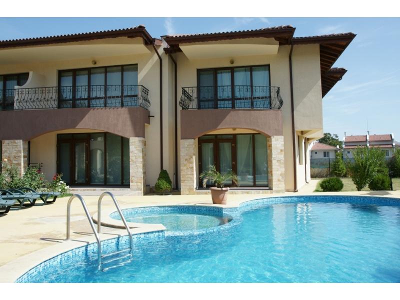 Недвижимость в Лемнос на берегу