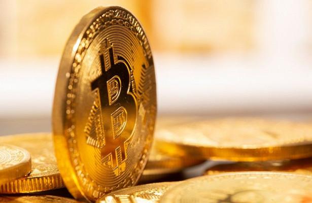 Стоимость биткоина снизилась более чемна11%