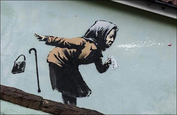 Чихающая бабушка: Бэнкси сделал новое граффити
