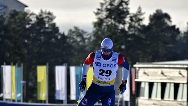 Лыжник Янгсломал ногу после столкновения срекламным щитом