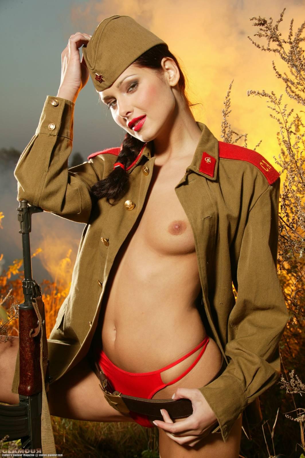 сайте транслируется интим фото в военной форме нравится подносить сюрпризы