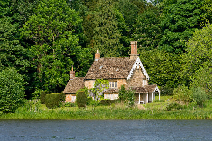 Землю в Корони дом в деревне