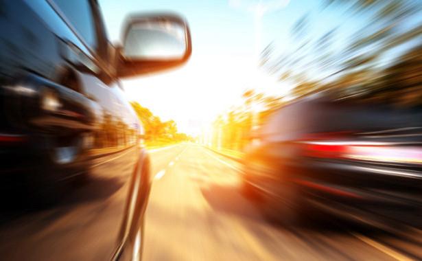 Суды вРоссии всёреже лишают водителей прав завыезд навстречную полосу