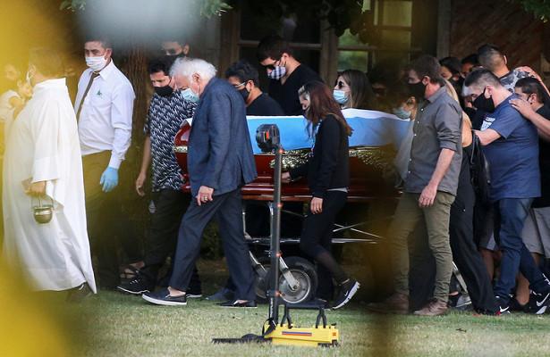 Марадону похоронили возле родителей