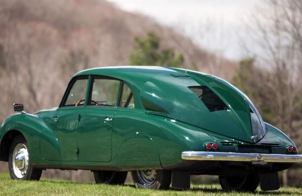 Специалисты устроили тест-драйв Tatra T87