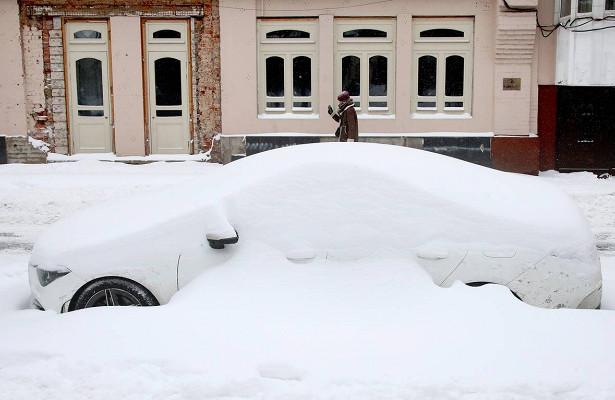 Москвичей призвали отложить поездки наавтомобилях