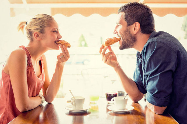 Red Flags That Gay Men Can't Ignore on a First Date