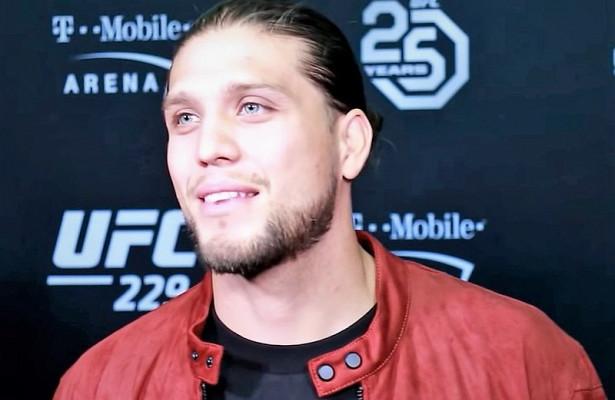 Боец UFC расстался с волосами перед взвешиванием