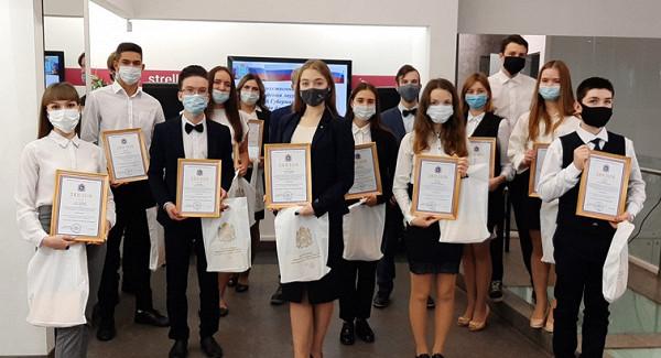 Одаренные школьники получили именные премии губернатора Самарской области