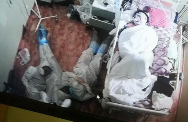 Фото смертельно уставших медиков облетело Сеть