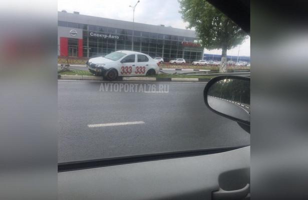 Умашины всем известного такси вЯрославле оторвало колесо. Хроника аварий