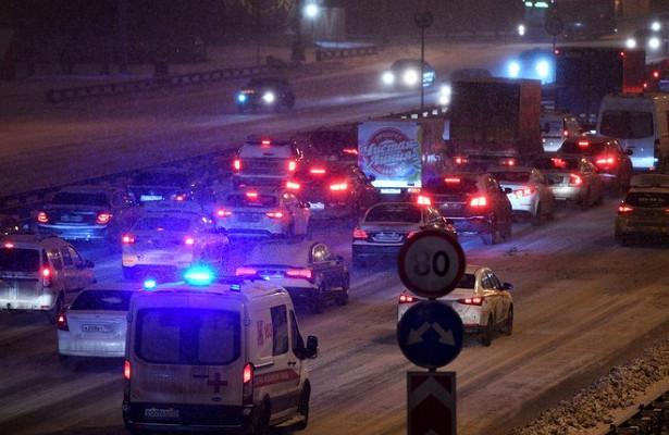 Несколько скорых попали вогромную пробку вНовой Москве