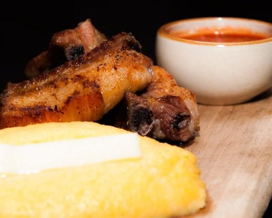 """Ресторан Saperavi Café - фотография 34 - Гоми с сыром, шашлык и соус """"сацебели"""""""